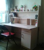 стол письменный, книжная полка, стул